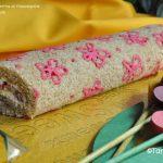 Rotolo 'fiorito' con crema al mascarpone e confettura di fragole